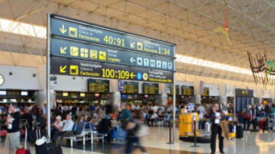Los vuelos internacionales a Canarias suben más del 30% este fin de semana
