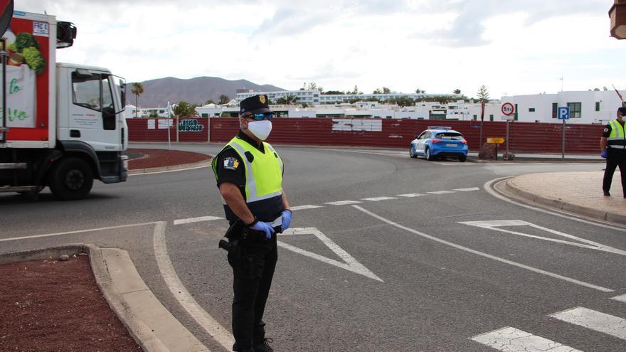 La Policía Local de Yaiza detecta a un extranjero con un permiso de conducir falso