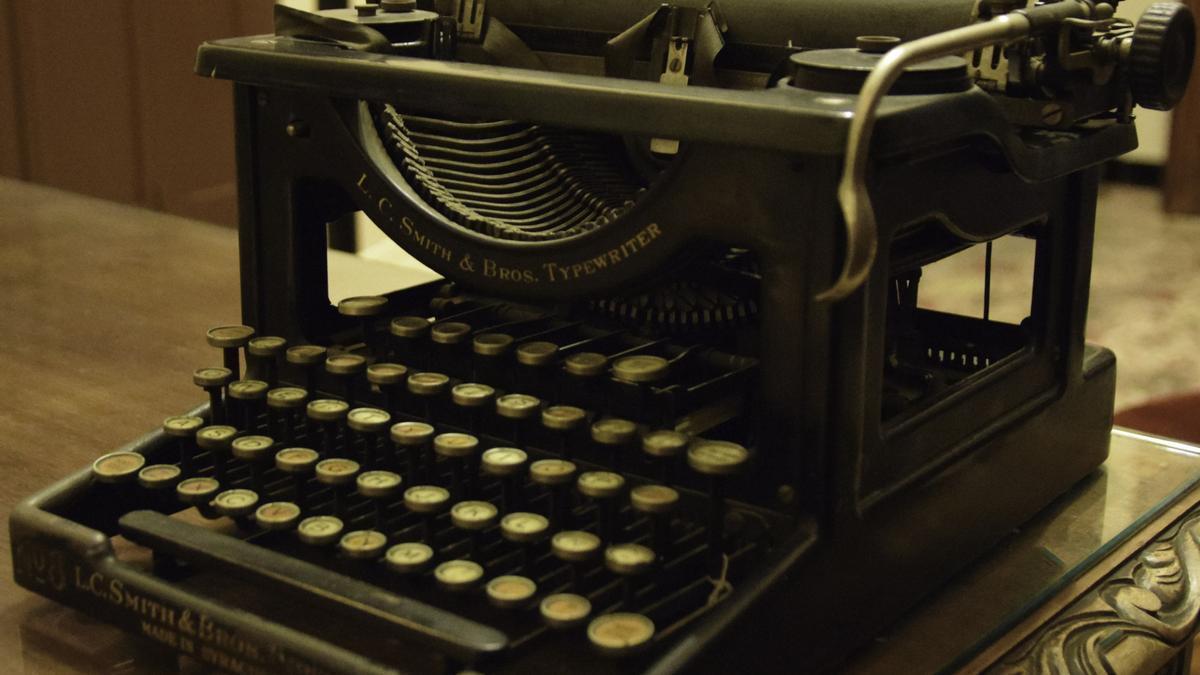 EXTREMADURA.-El Museo Etnográfico de Don Benito expone una máquina de escribir como pieza del mes en marzo