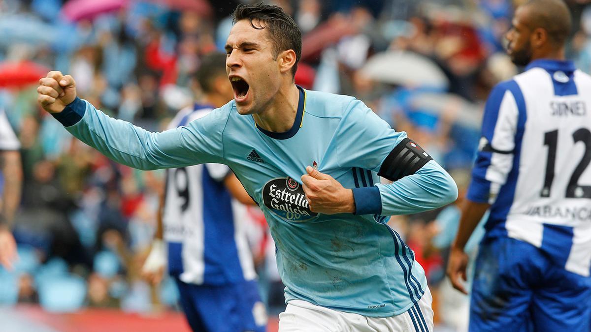 Hugo Mallo, con el brazalete de capitán, celebra un gol con el Celta