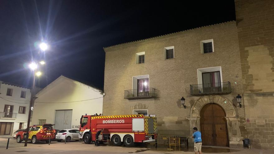 Los bomberos llevan agua de boca hasta Albalate de Cinca
