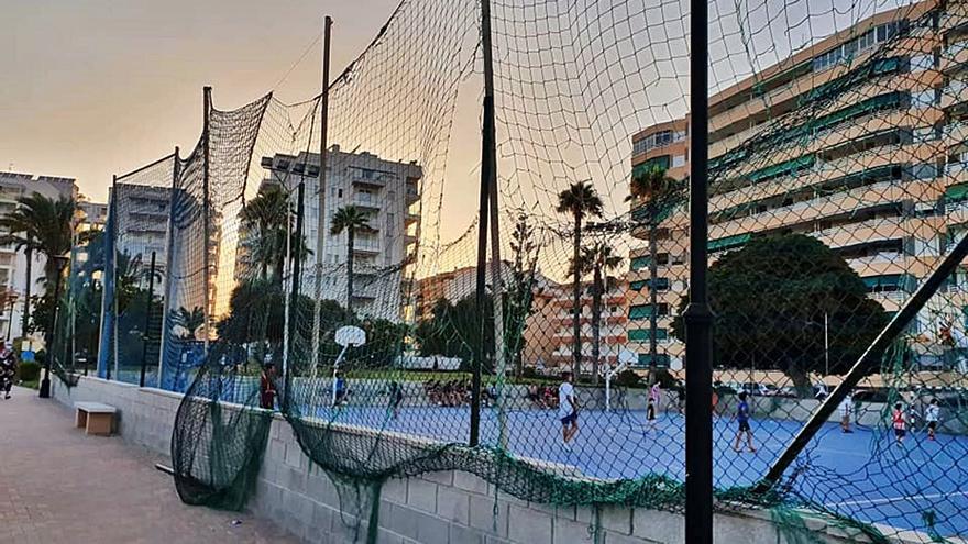 La Mata culpa al Ayuntamiento de Torrevieja del «abandono» de su única pista deportiva