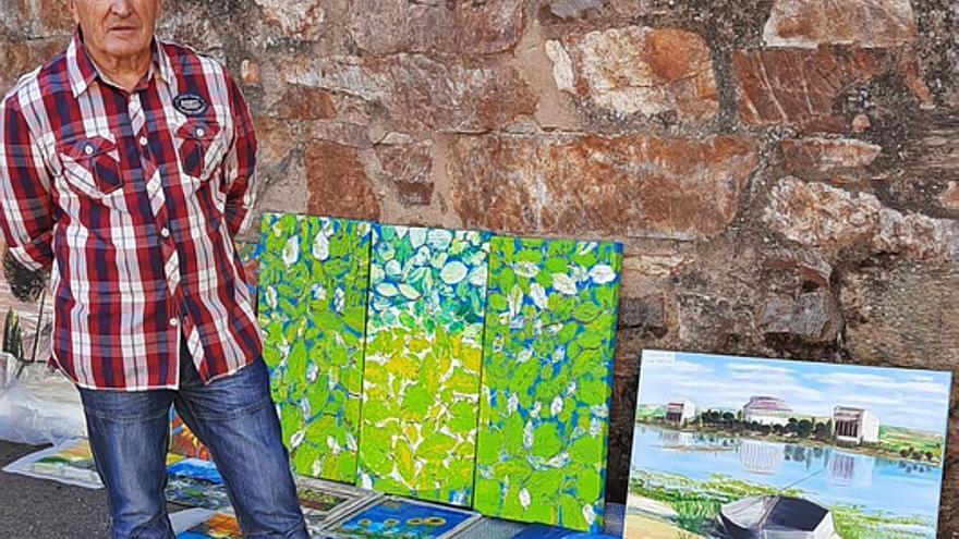 El artista de Pueblica, José García Lozano, expone sus obras a pie de calle, en Navianos de Valverde
