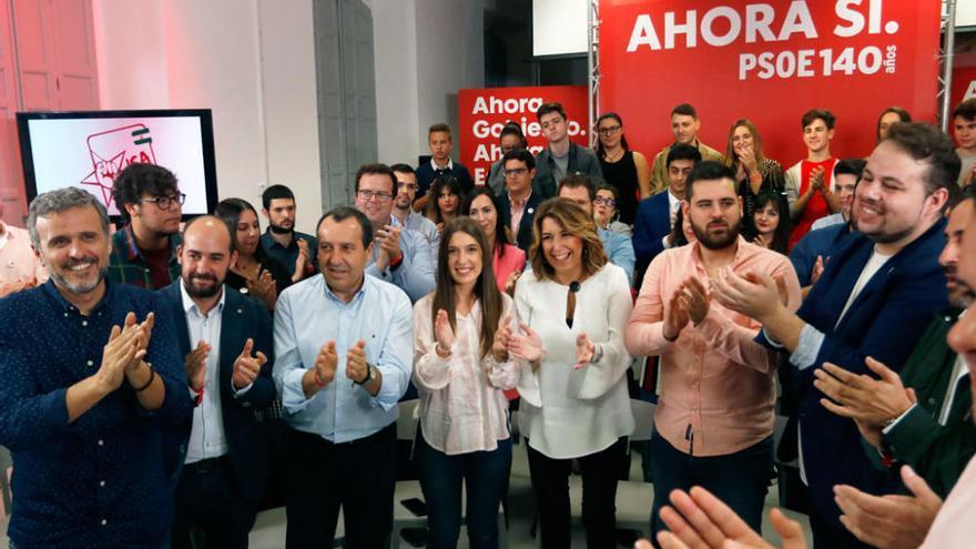Susana Díaz, con los jóvenes del PSOE en Málaga