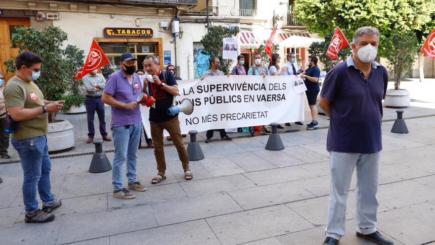 Trabajadores de Vaersa se concentran frente al Palau contra la fusión con la Epsar