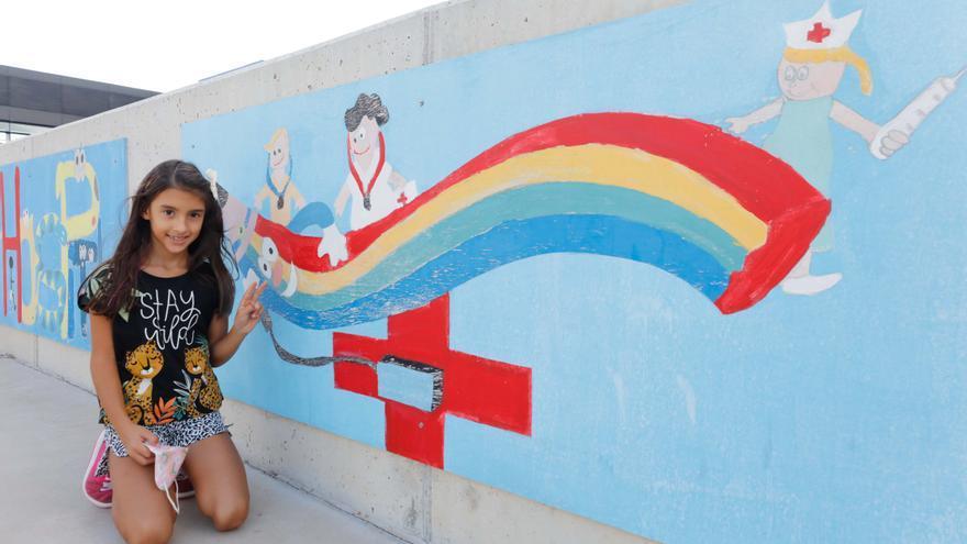Los cuadros de colores de Abril, una niña arcoíris de Ibiza