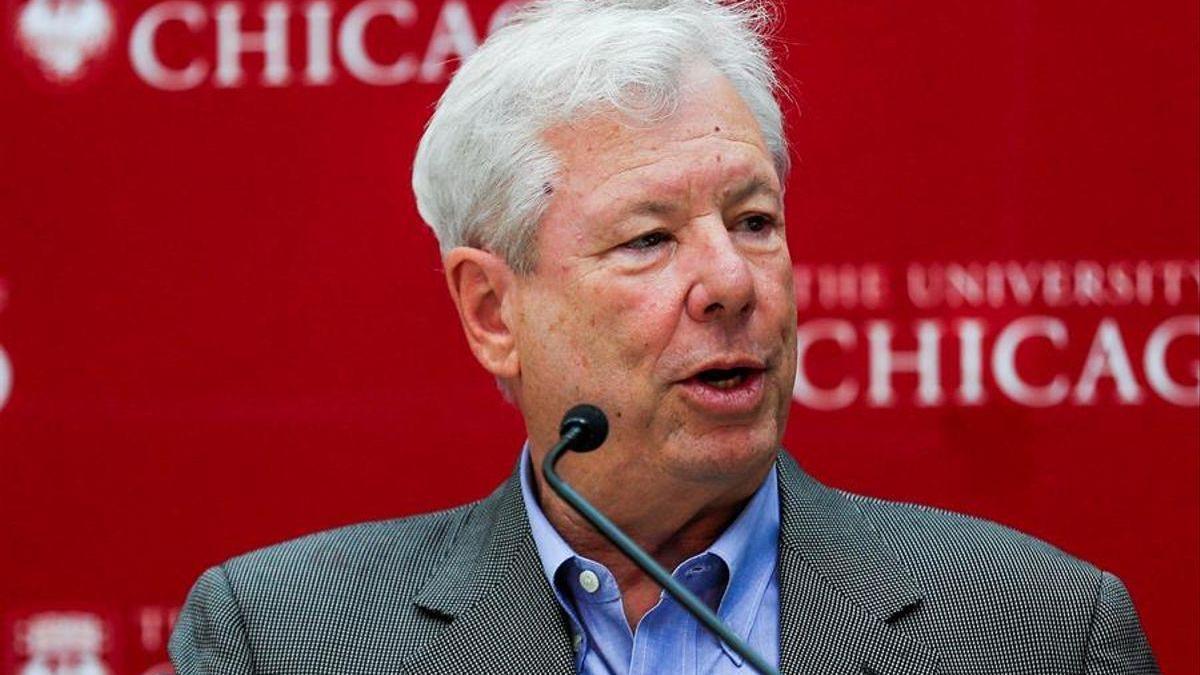 Un Nobel de Economía pide subastar vacunas a ricos para que no se salten la fila
