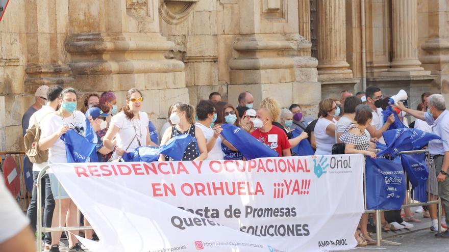 Los padres del Oriol sacan sus protestas a la calle y reclaman «soluciones»