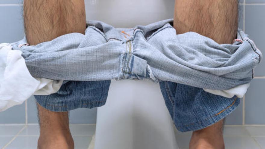És més saludable per als homes orinar asseguts o drets?