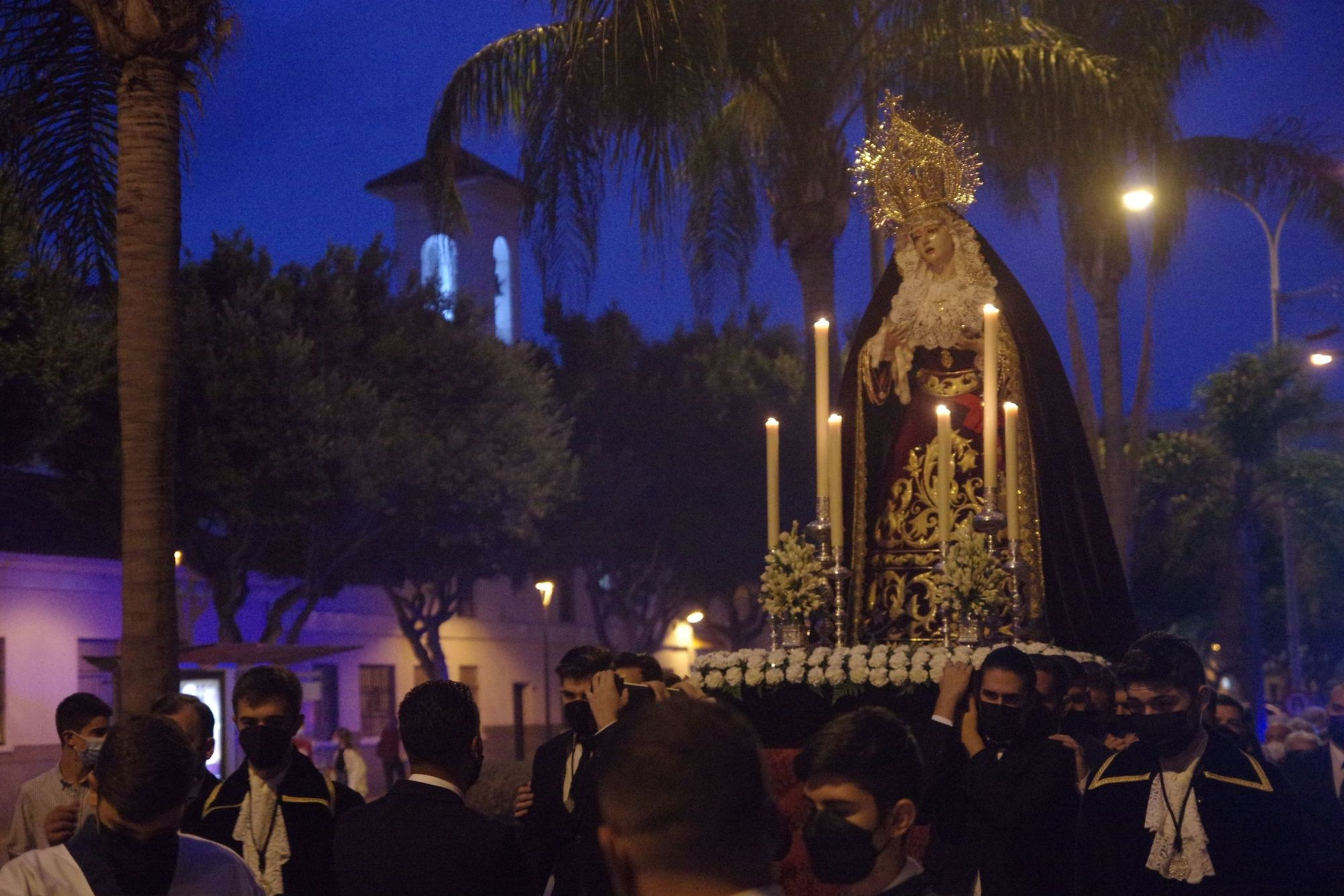 Salida de la Virgen Mediadora en Rosario de la Aurora.