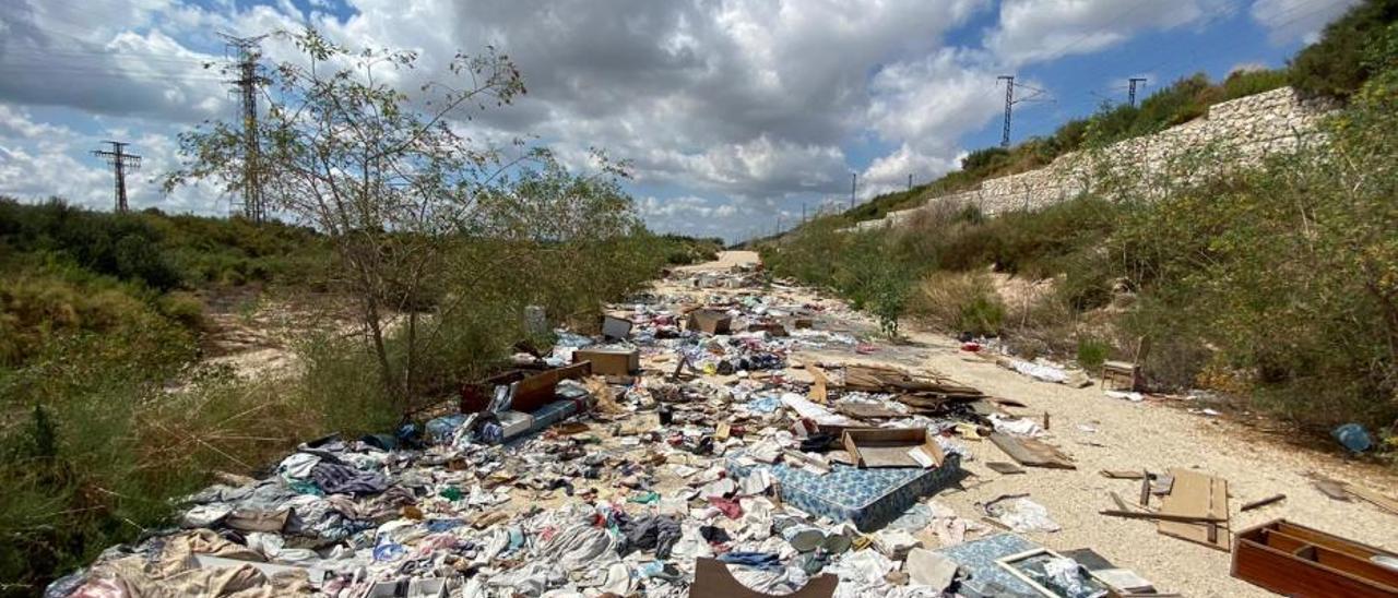 Abandono y falta de limpieza en el barranco de Crevillent
