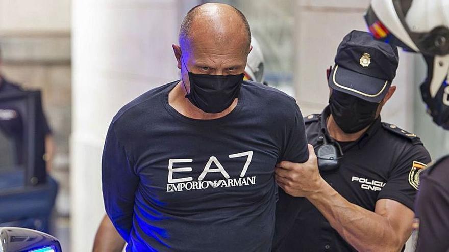 Un padre y su hijo confiesan un crimen a martillazos y puñaladas en El Campello