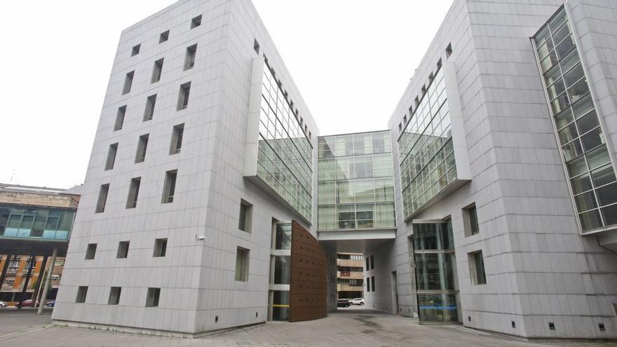 La Fiscalía solicita dos años de cárcel para un langreano acusado de abusar de una niña de 10 años