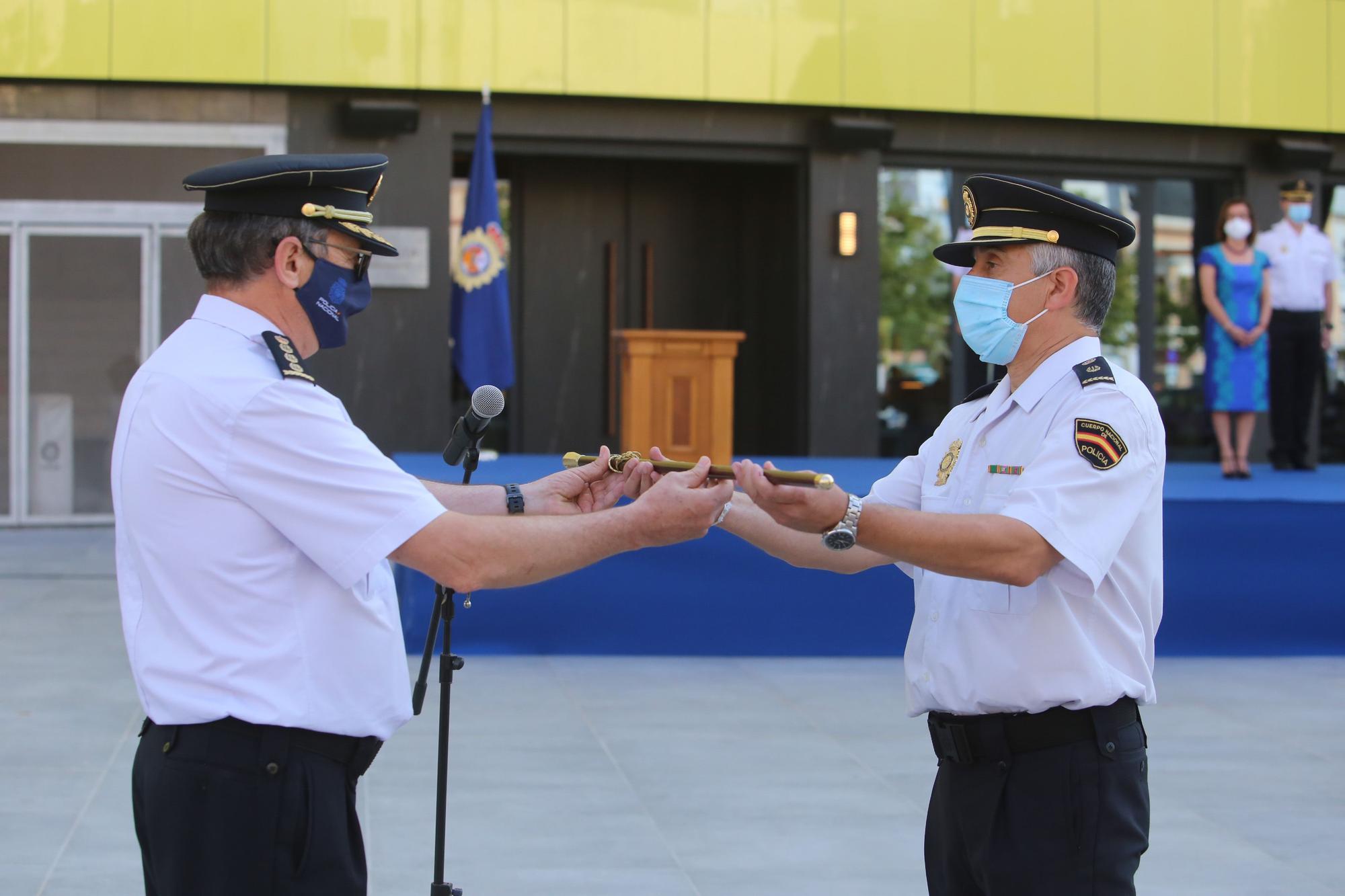 Entrega del bastón de mando a la comisaría de la Policía Nacional de Vila-real