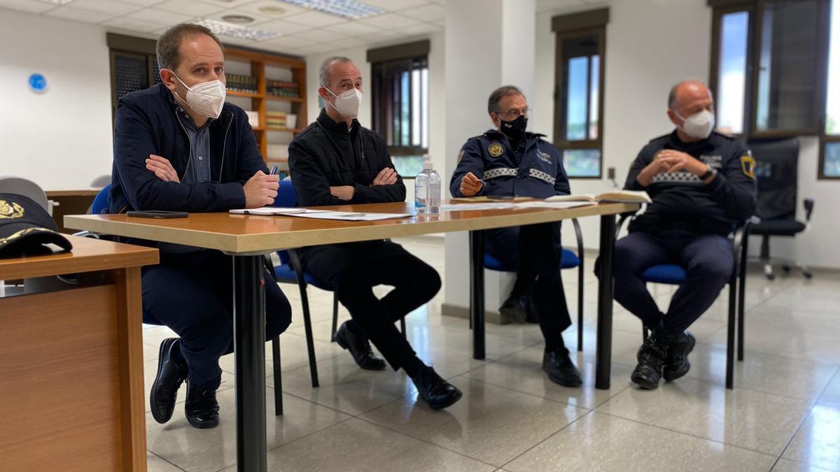 El concejal de policía Aarón Cano y los mandos policiales se reunieron con los responsables de la Basílica.