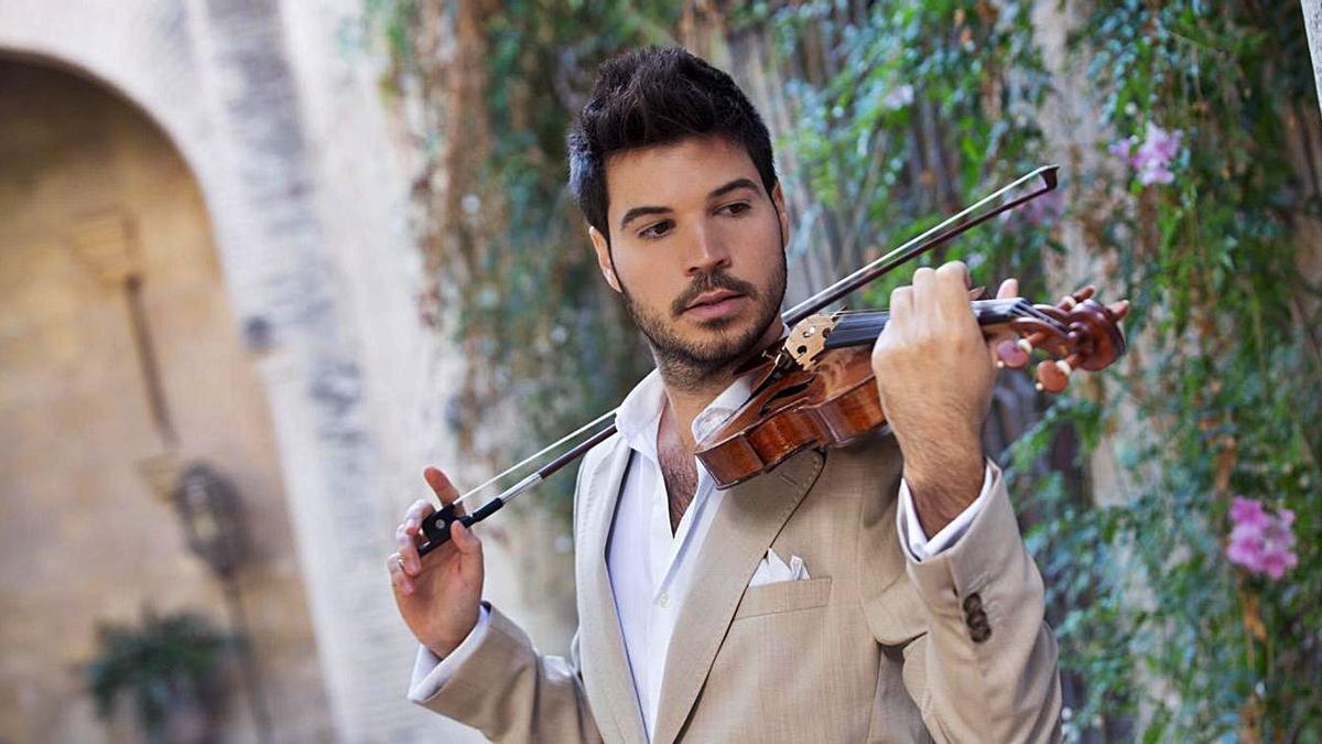 El artista Paco Montalvo, en una fotografía promocional de su último disco, 'Leyenda'.