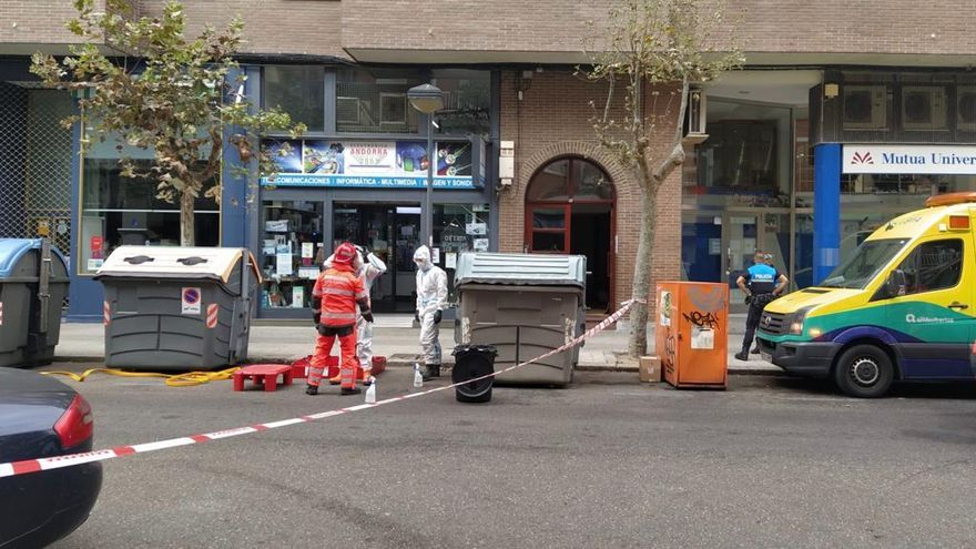 Los Bomberos rescatan a una señora que se cayó en su casa de Zamora