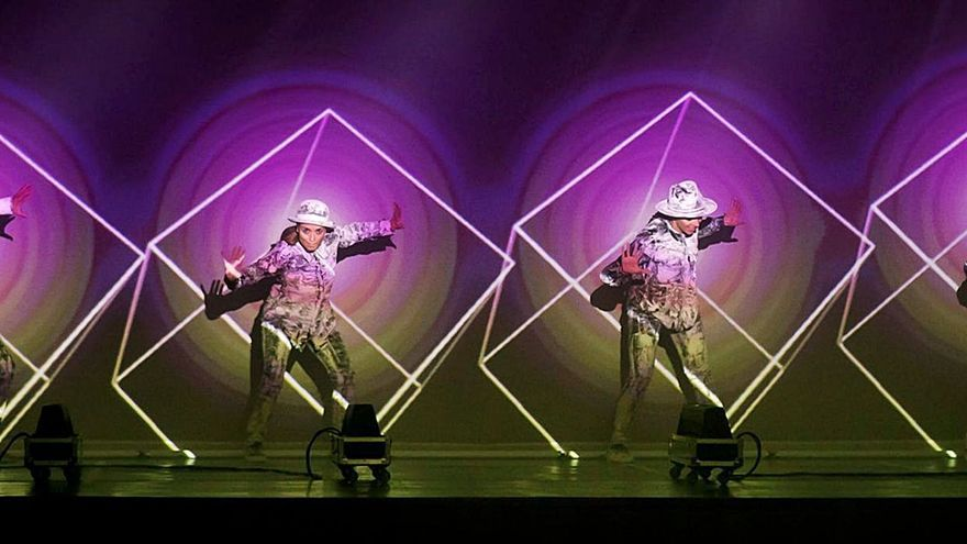 «Around the world», danza, luz y música