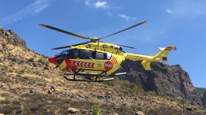 Rescate de un motorista tras sufrir una caída en las inmediaciones del Cruce de Chira