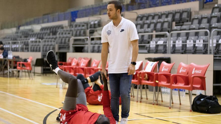 Sergi Juanola: «Combino la meva formació amb la meva gran passió, el bàsquet»
