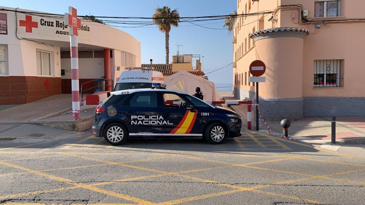 Policía Nacional de Lorca desplegada en Águilas cuando llegó una patera.