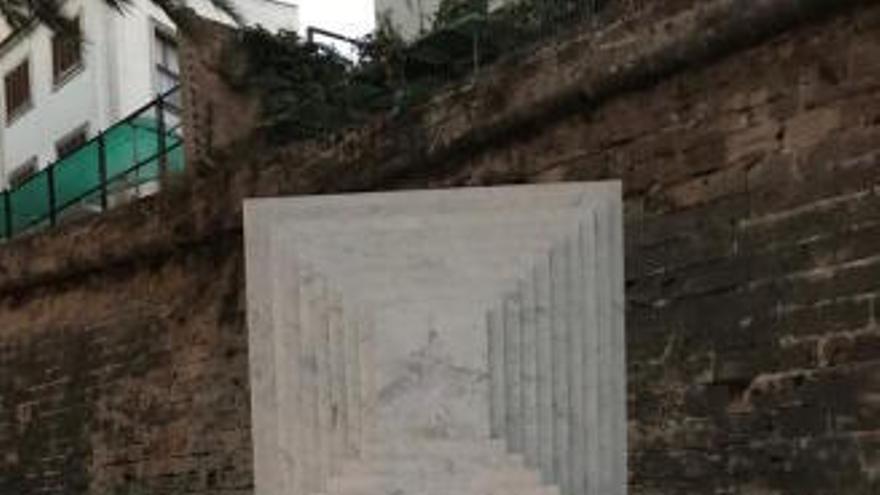 Denkmalschützer kritisieren tourismusfeindliches Graffiti auf Skulptur in Palma
