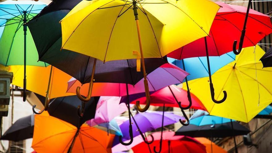 Los paraguas vuelven en pleno julio