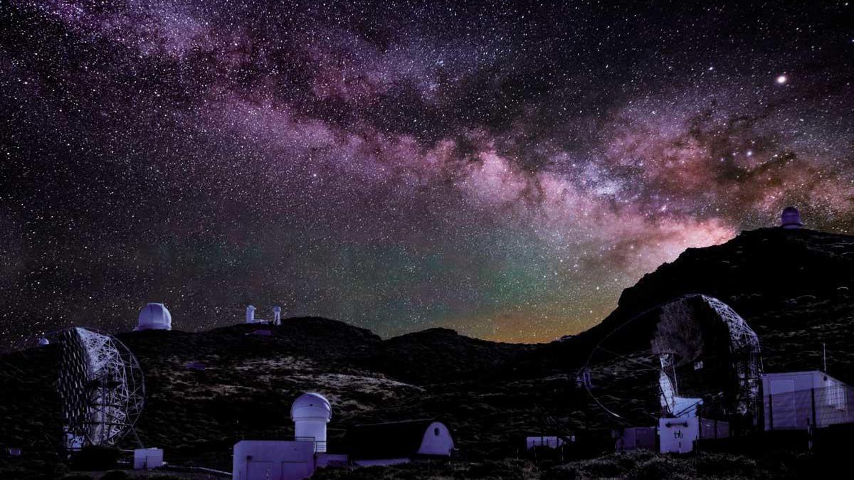 La Vía Láctea contemplada desde el Observatorio del Roque de los Muchachos.