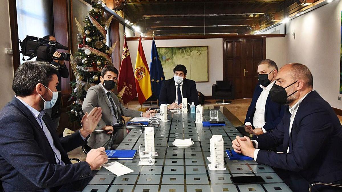 Los presidentes, Fernando López Miras, Carlos Mazón, y el presidente de Scrats, ayer.