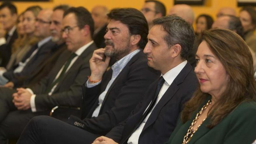 El exministro junta a cuatro presidentes de la Diputación