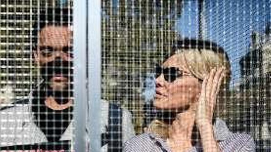 Pamela Anderson se 'encierra' en una jaula para denunciar el maltrato a los animales