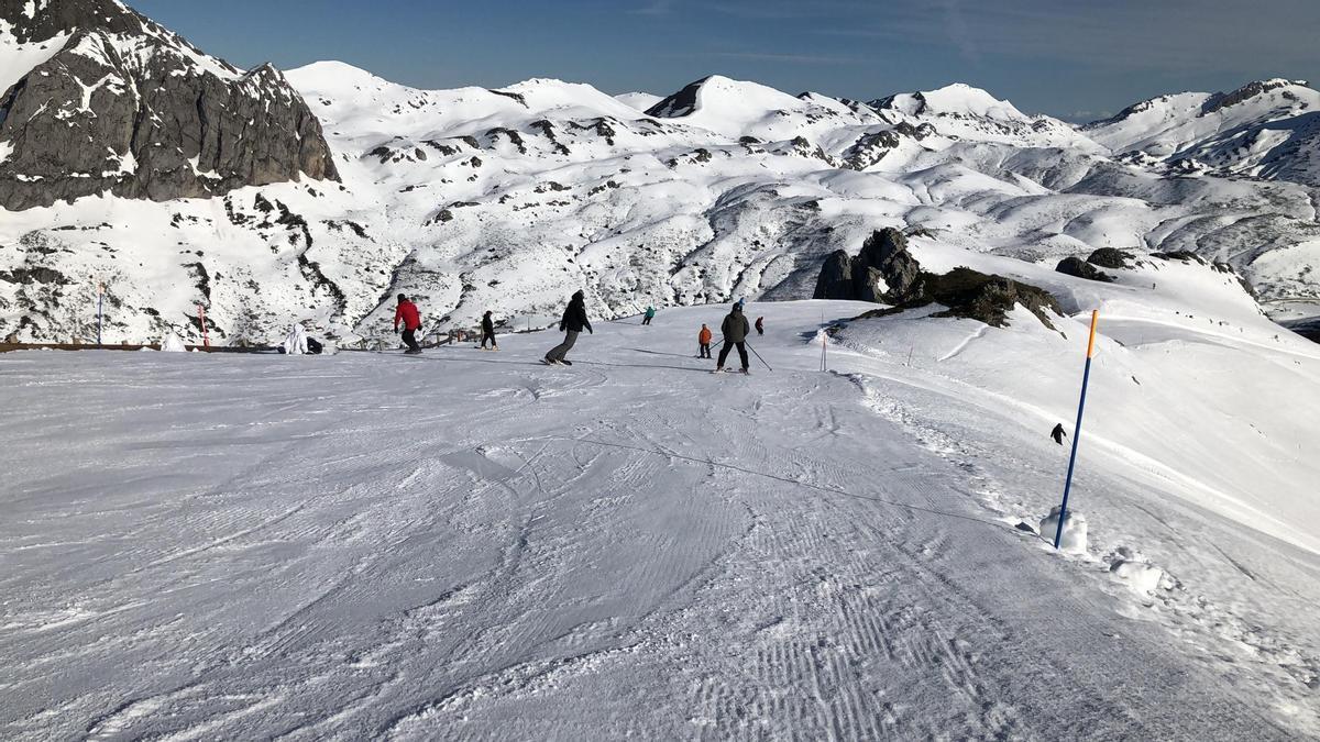 Esquiadores en Fuentes de Invierno la pasada temporada.