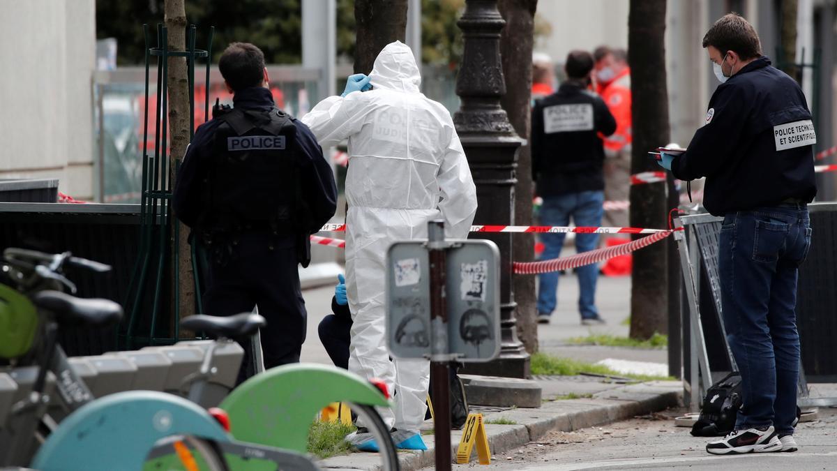 Un muerto en un tiroteo frente a un hospital de París.