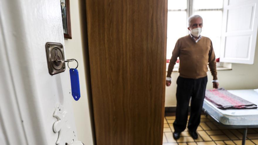 """El albergue de peregrinos de Oviedo reabre sus puertas: """"Ya hay quince reservas, la gente tiene ganas de volver al Camino"""""""