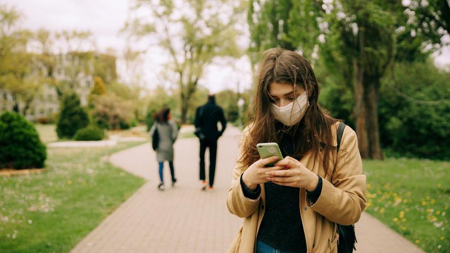 """El teléfono nos deja colgados: los efectos de la """"sanidad telefónica"""" asturiana llegada con la pandemia"""