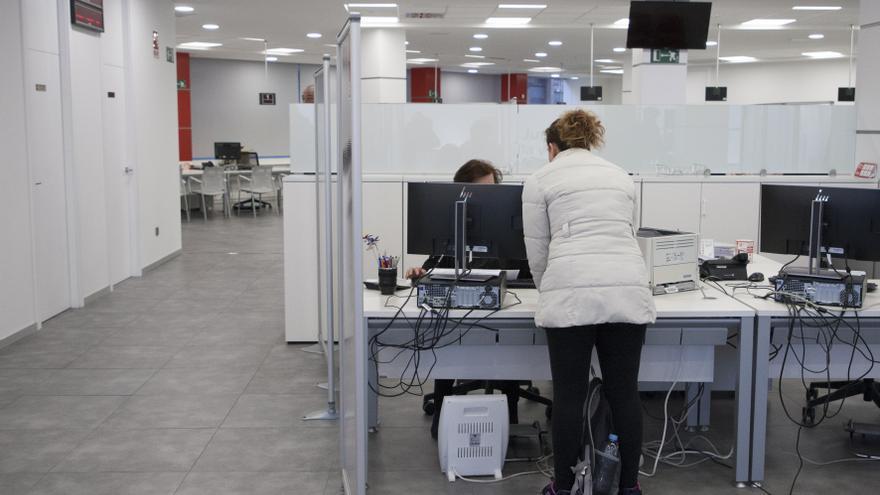 La crisis del COVID arrastra al paro de larga duración a 800 mujeres en Castilla y León