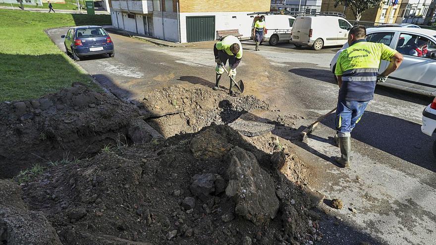 La rotura de una tubería deja tres horas sin agua a los vecinos de Luanco