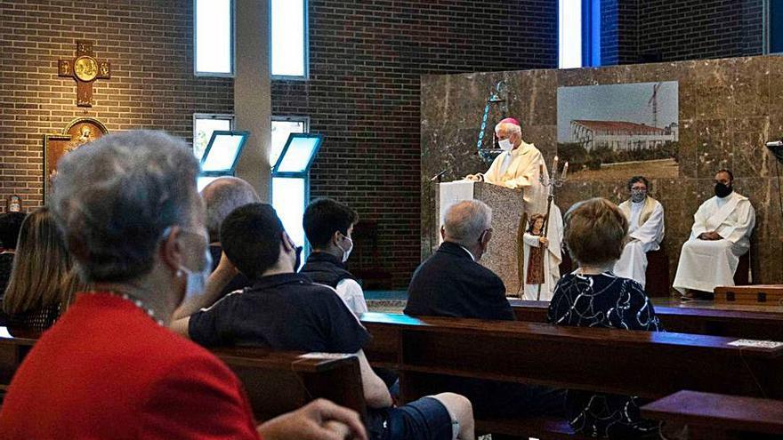 El obispo preside la misa en homenaje a abuelos y mayores