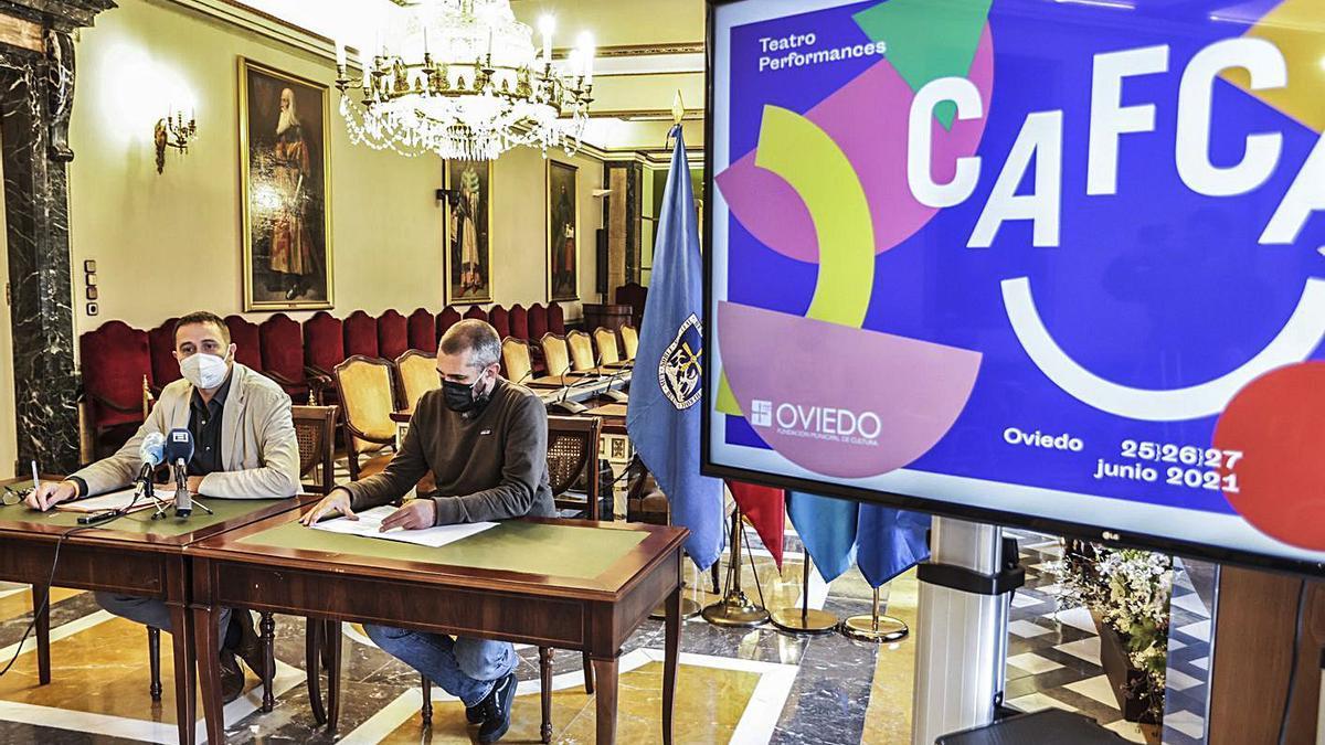 Por la izquierda, el concejal de Cultura, José Luis Costillas, y el director artístico del festival, José Castellano, durante la presentación de Cafca. | Irma Collín