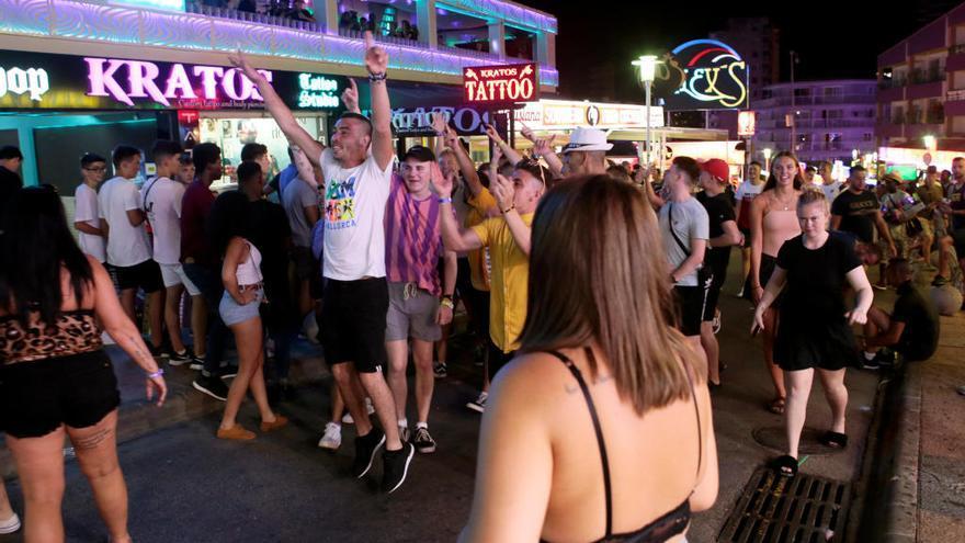 Hoteleros arremeten contra el decreto de turismo de borrachera