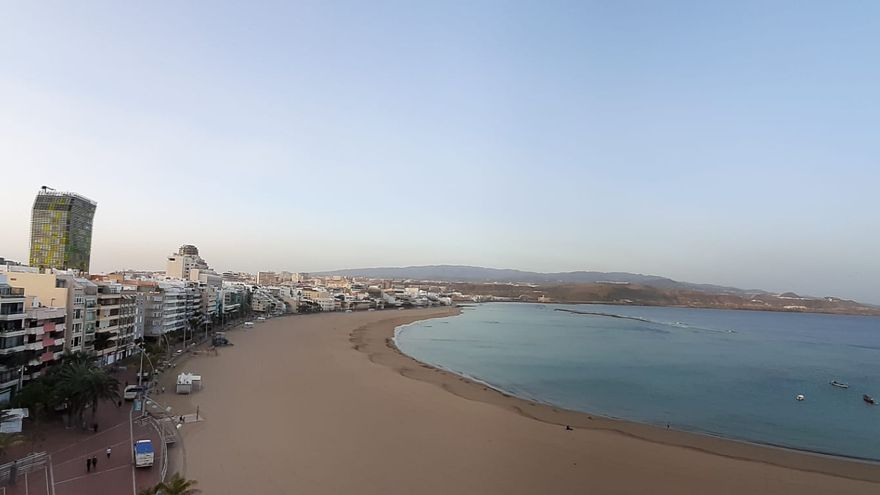 La concentración de calima triplica esta noche el umbral saludable en Canarias