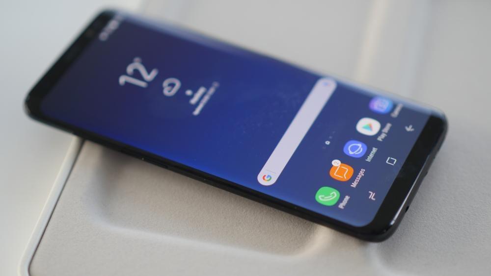 Los bordes redondeados Edge, marca de la casa, dejan a las claras que estamos ante un dispositivo Samsung.