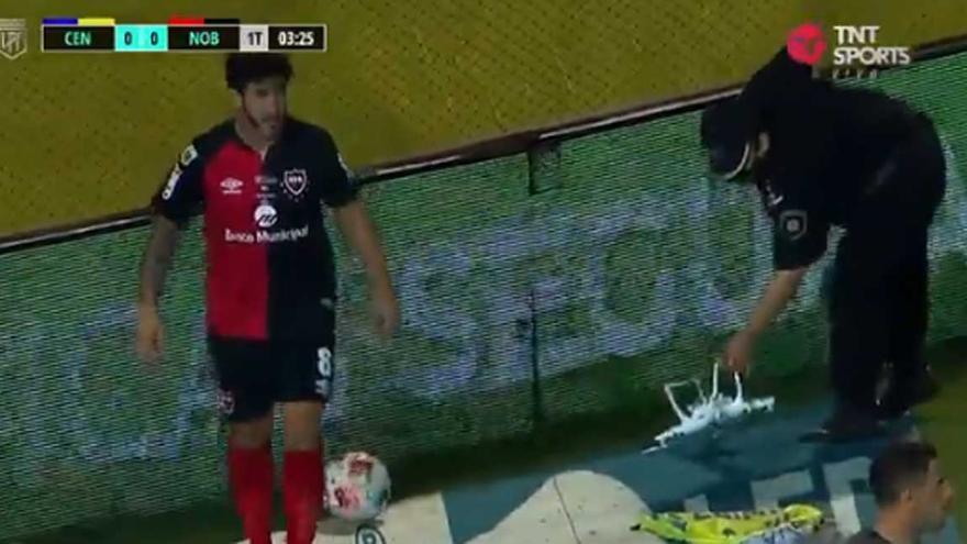 Un dron interrumpe un partido en Argentina