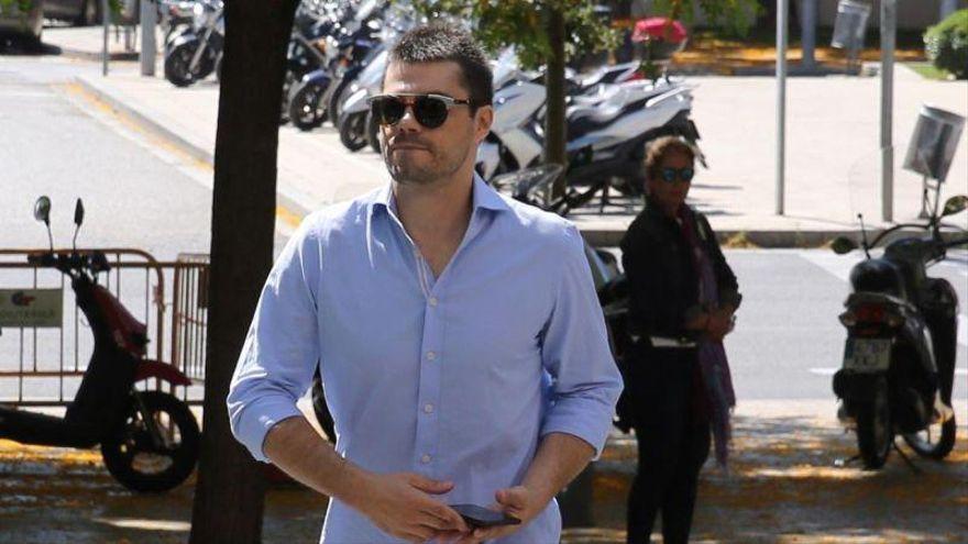 Juicio al 'estafador del amor': le piden 8'5 años de cárcel por estafar 60.000 euros a su primera novia