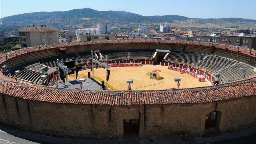 Pizarro no descarta licitar de nuevo la gestión de la plaza de toros de Plasencia