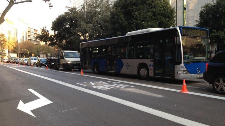 Tráfico lento en Avenidas por la señalización del carril bus