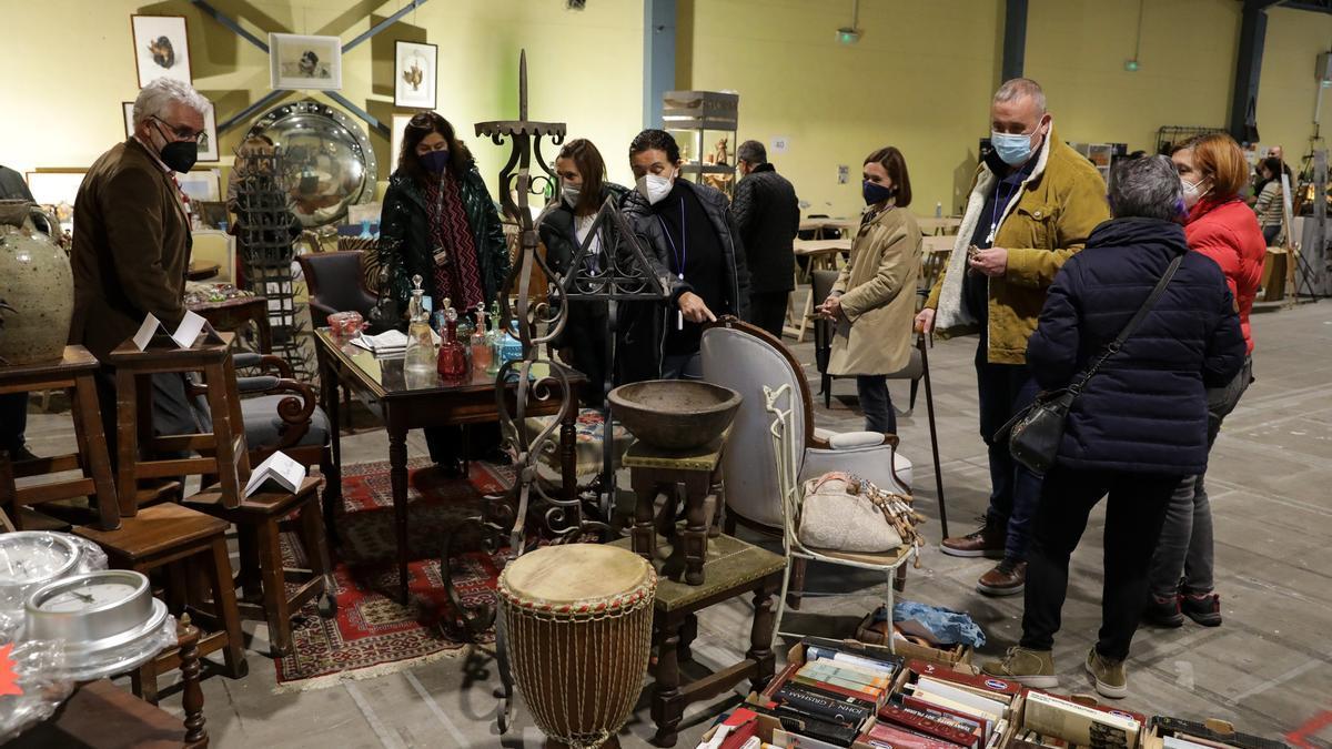 Expositores y visitantes en la Feria Desembalaje