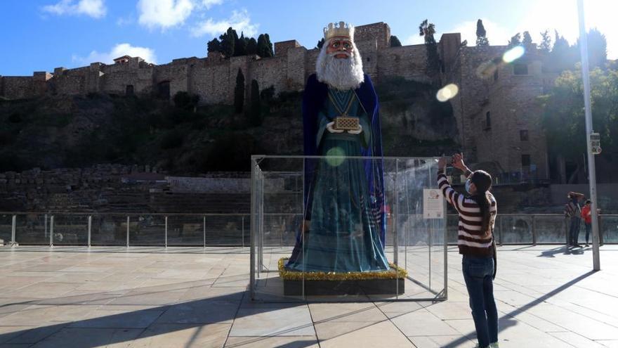 Figuras gigantes de cinco metros anticipan la llegada de los Reyes Magos en el Centro