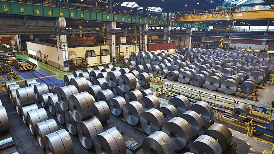 Más tensión en la industria: ArcelorMittal recorta producción por la crisis del chip
