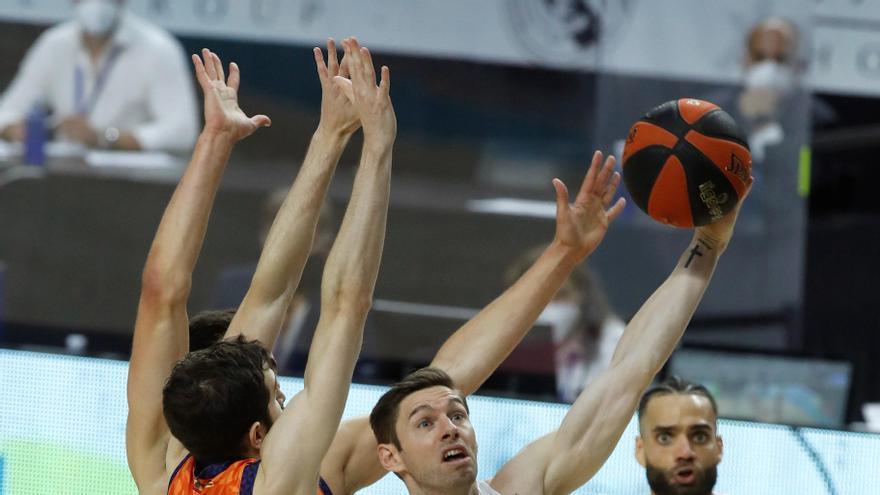 Un gran Madrid golpea primero ante el Valencia Baket